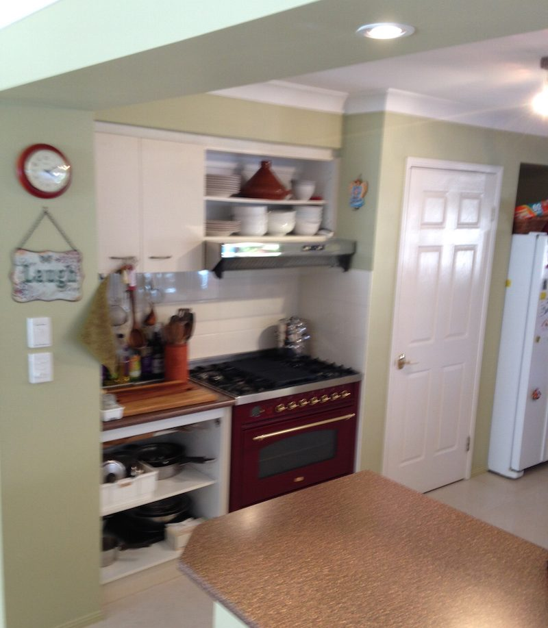 Before photo of the Savas kitchen before being overhauled by Exlcusiv Kitchens Bayside